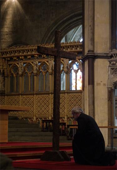 archbishop-at-cross